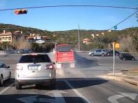 Porcja solidnych dzwonów z udziałem pojazdów ciężarowych