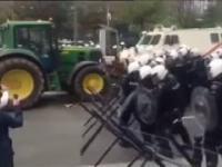 Traktor vs Police
