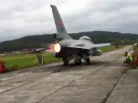 Przepiękny widok dopalacza w F-16