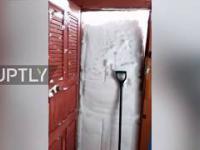 Kiedy napadało tyle śniegu, że musisz się wykopywać aby wyjść z domu