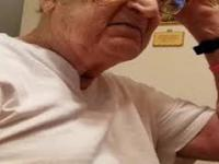 98 letni dziadek uświadamia sobie ile ma lat