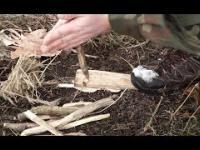 Polski mistrz surivalu pokazuje 3 metody rozpalania ognia bez użycia zapałek