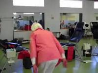 Babka 90 lat robi podwójne salto