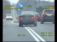 Pościg policyjny za 19-latkiem w BMW E36 zakończony w rowie