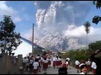 Erupcja wulkanu Sinabung, kompilacja ujęć