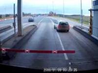 Manewr tygodnia - w roli głównej kierowca Skody na autostradzie A4