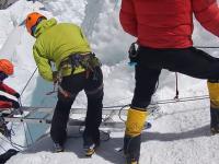 Akcja ratunkowa na slynnej drabinie na Mt. Everst