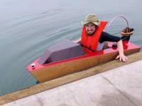 Pierwsze uruchomienie mini łódź motorowej
