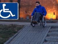 Inwalida na dwóch kołach po schodach?