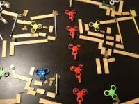 Imponująca maszyna Rube Goldberga z wykorzystaniem figdet spinnerów