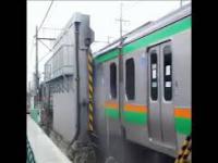Dwie metody mycia pociągów, profesjonalna i amatorska
