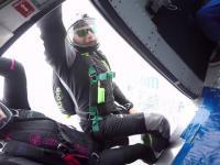 Perfekcyjne lądowanie spadochroniarza