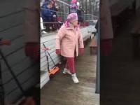 Babcia wywija do przeboju Eurythmics