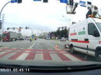 Gdy ten Policjant kieruje ruchem, to pieszego możesz przejechać...