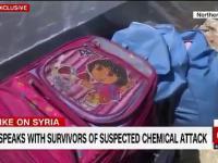 Reporterka CNN wącha plecak po rzekomym ataku chemicznym