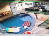 Dziecko wpadło do basenu, siedmiolatek go uratował