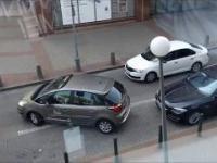 Kobieta w akcji, parkowanie równoległe