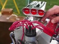 Malutkie, ręcznie robione modele silników spalinowych.