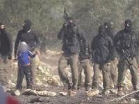 Grupa żołnierzy Sił Obrony Izraela bierze na zakładnika 7-letniego Palestyńczyka