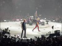 Zejście Metallica że sceny. Ulrich pluje na fanów wodą. Kraków