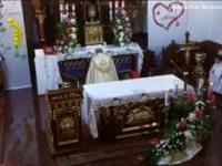 Komiczny dialog księdza z organistą podczas mszy świętej