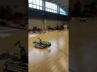 Gra w badmintona z robotem