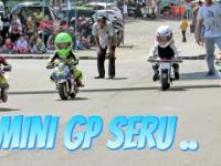 Mini GP kilkulatków na małych motorkach...