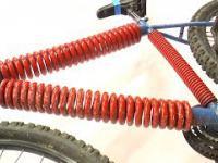 Colin Furze montuje elastyczny rower z ramą ze sprężyn