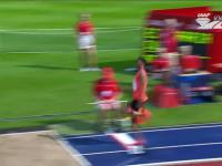 Juan Miguel Echevarría skacze 8,83 m w skoku w dal