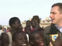 Reporter tvn w Senegalu ma małe problemy...