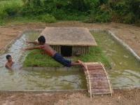 Murowany basen wokół domku - Primitive Survival