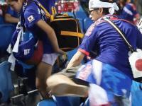 Japońscy kibice sprzątają stadion po meczu swojej reprezentacji