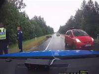 Policja spokojnie sobie jedzie aż tu nagle...