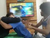 Głuchy i niewidomy kibic Brazylii kibicuje swojej drużynie