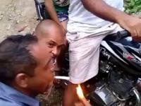 El Diablo odpala fajkę
