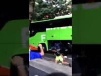 Francja: Kradną walizki z jadącego wolno autobusu