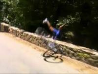 Tour de France: bardzo niebezpieczny wypadek belgijskiego kolarza