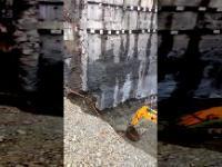 Zawalenie się betonowej konstrukcji podtrzymującej ściany wykopu