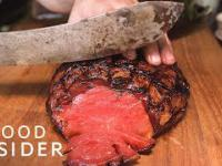 Mokry sen wegetarian. Wędzony arbuz wygląda jak mięso!
