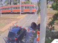 Zachowanie kierowcy na przejeździe w Piotrkowie Trybunalskim