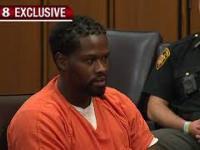 Sędzia próbuje uciszyć oskarżonego - na końcu zaklejają go taśmą klejącą