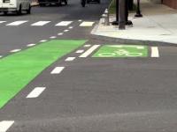 Skręt w lewo rowerem na dwa