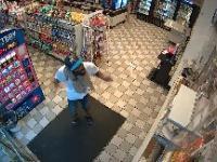 Dindunuffin zostaje zamknięty w sklepie