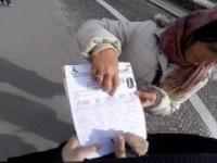 Przypadkowy przechodzień odgania złodziejki podające się za ankieterki