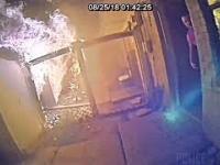 Policjant ratuje rodzinę z palącego się domu