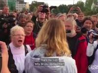 Wkurzony Niemiec mówi reporterce, dlaczego wybuchły zamieszki w Chemnitz