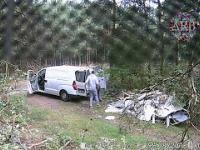 Kiedy masz niedojebanie mózgowe i wyrzucasz śmieci do lasu