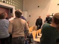 Ojciec rzuca krzesłem w sędzią podczas odczytywania wyroku