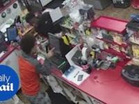 Dindu nuffiny okradają stację, podczas gdy sprzedawca umiera na zawał