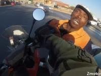 Wściekli i Głupi Ludzie vs Motocykliści 10 Motocyklista powstrzymuje złodzieja